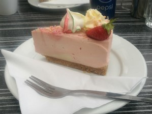 Strawberry meringue cheesecake
